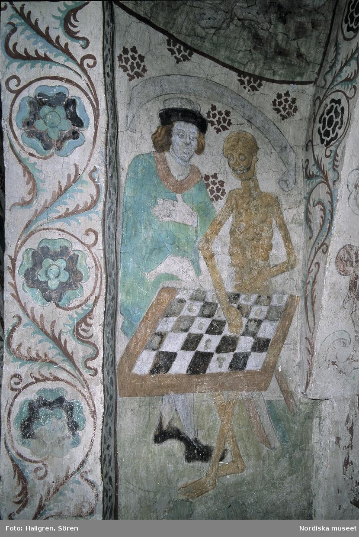 Döden spelar schack i Täby kyrka, foto Sören Hallgren, Nordiska museet. Wikimedia commons och Digitalt museum.
